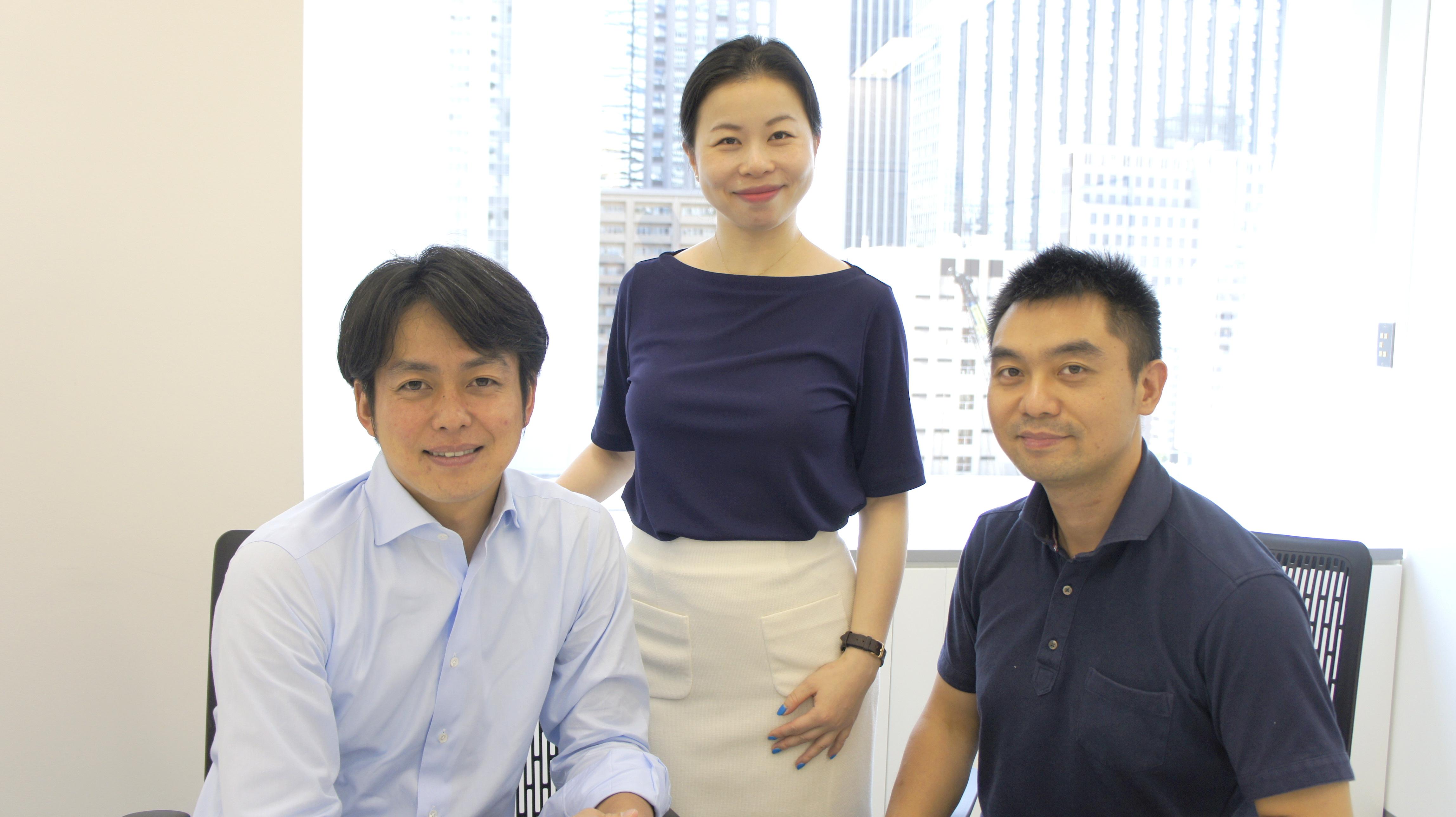 (左から)中西氏、キングソフト取締役社長の馮、何氏